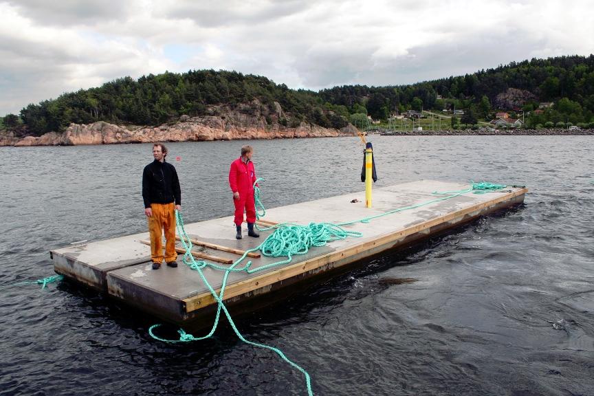 Utsättning av pontonbrygga